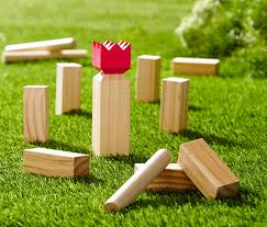 Familienpunkt Kubb Turnier Bild<div class='url' style='display:none;'>/kg/lyss/</div><div class='dom' style='display:none;'>kirchenregion-aarberg.ch/</div><div class='aid' style='display:none;'>80</div><div class='bid' style='display:none;'>14235</div><div class='usr' style='display:none;'>63</div>